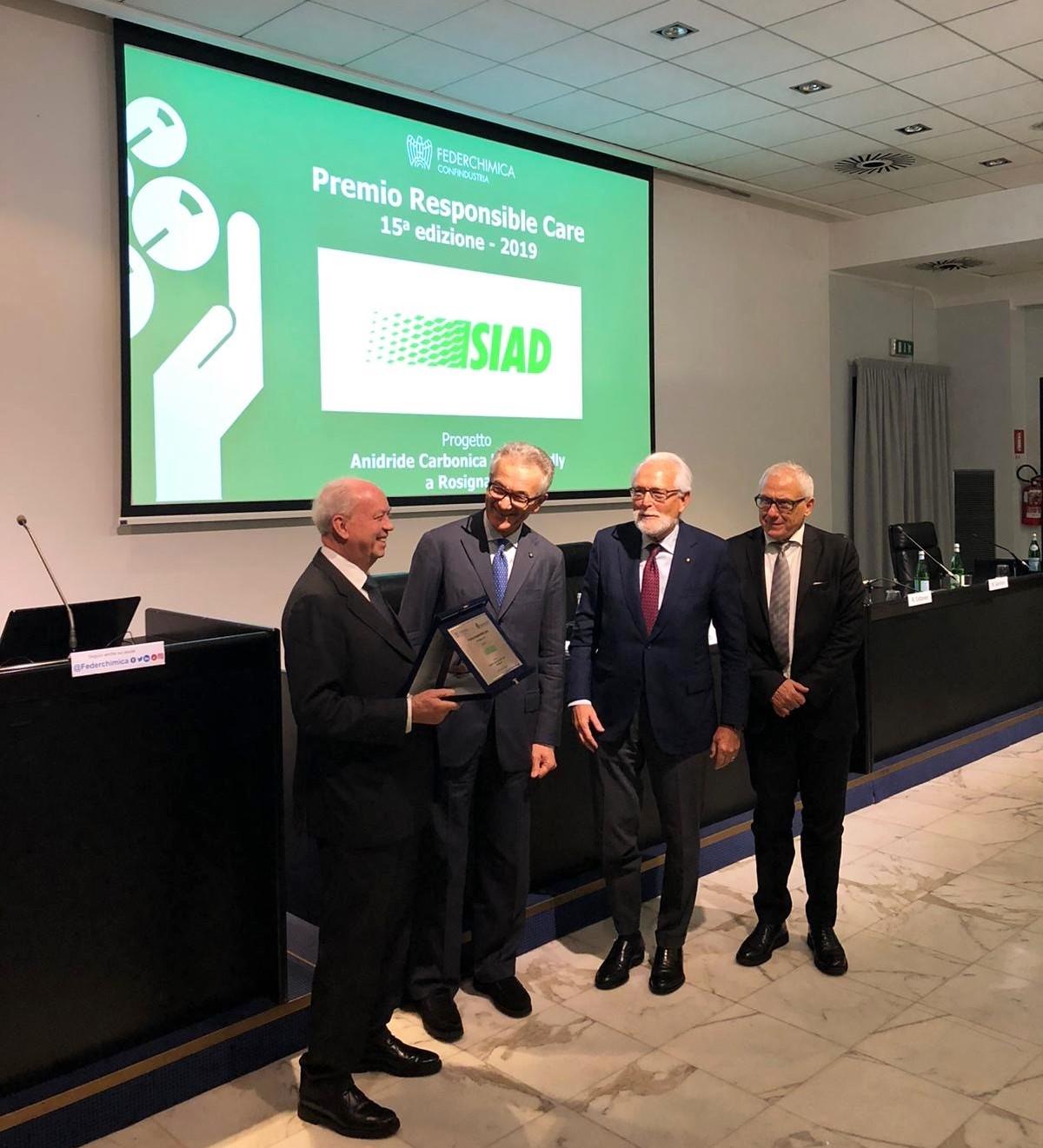 SIAD_riceve_il_premio_responsible_care_di_federchimica